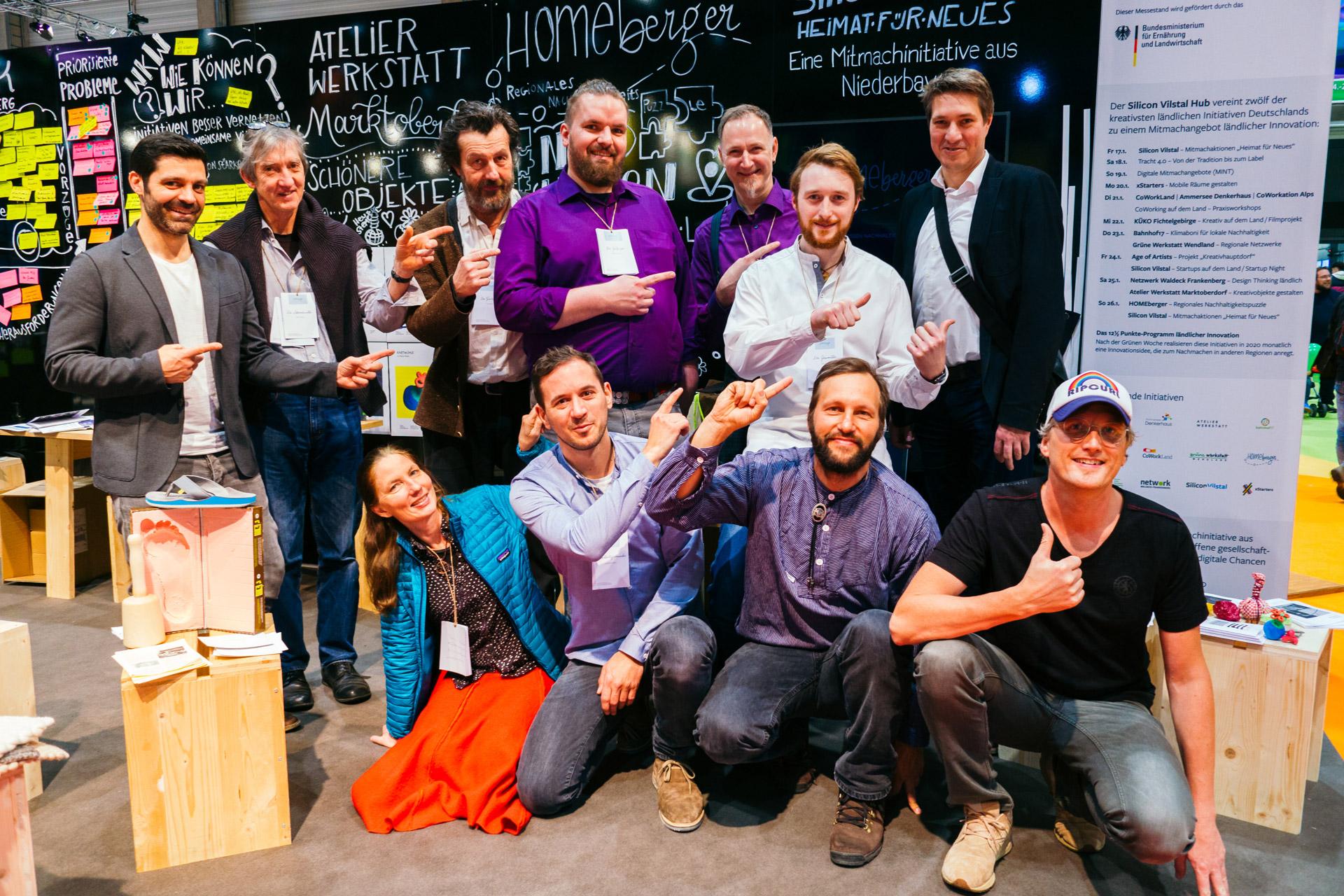 Die HOMEberger waren als eine der zwölf innovativsten ländlichen Initiativen auf 2020 auf der Grünen Woche. Hier im Bild mit Hombergs Bürgermeister Nico Ritz